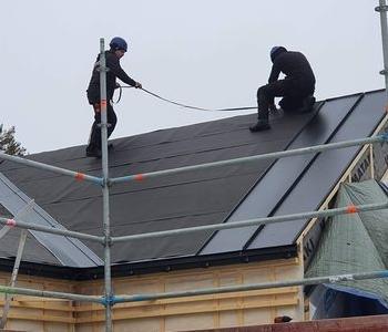 Postacie na dachu 001